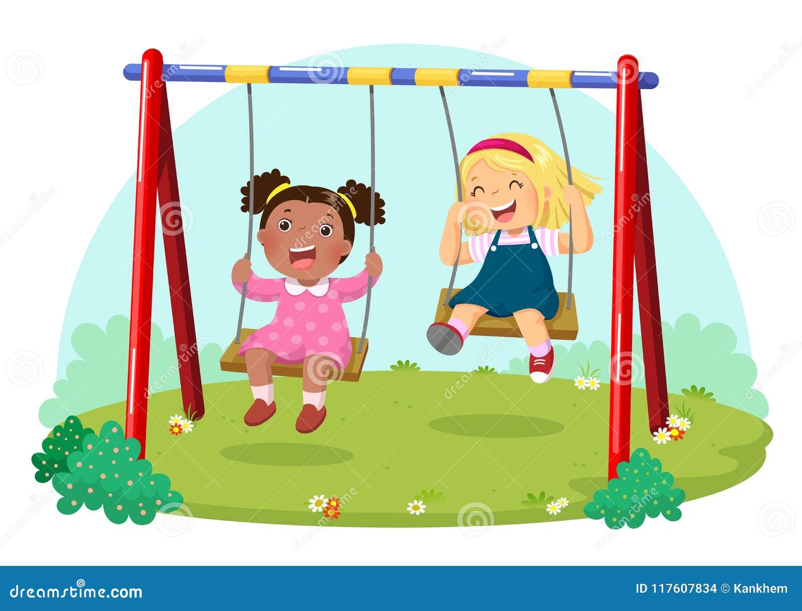 Gulliga ungar som har gyckel på gunga i lekplats
