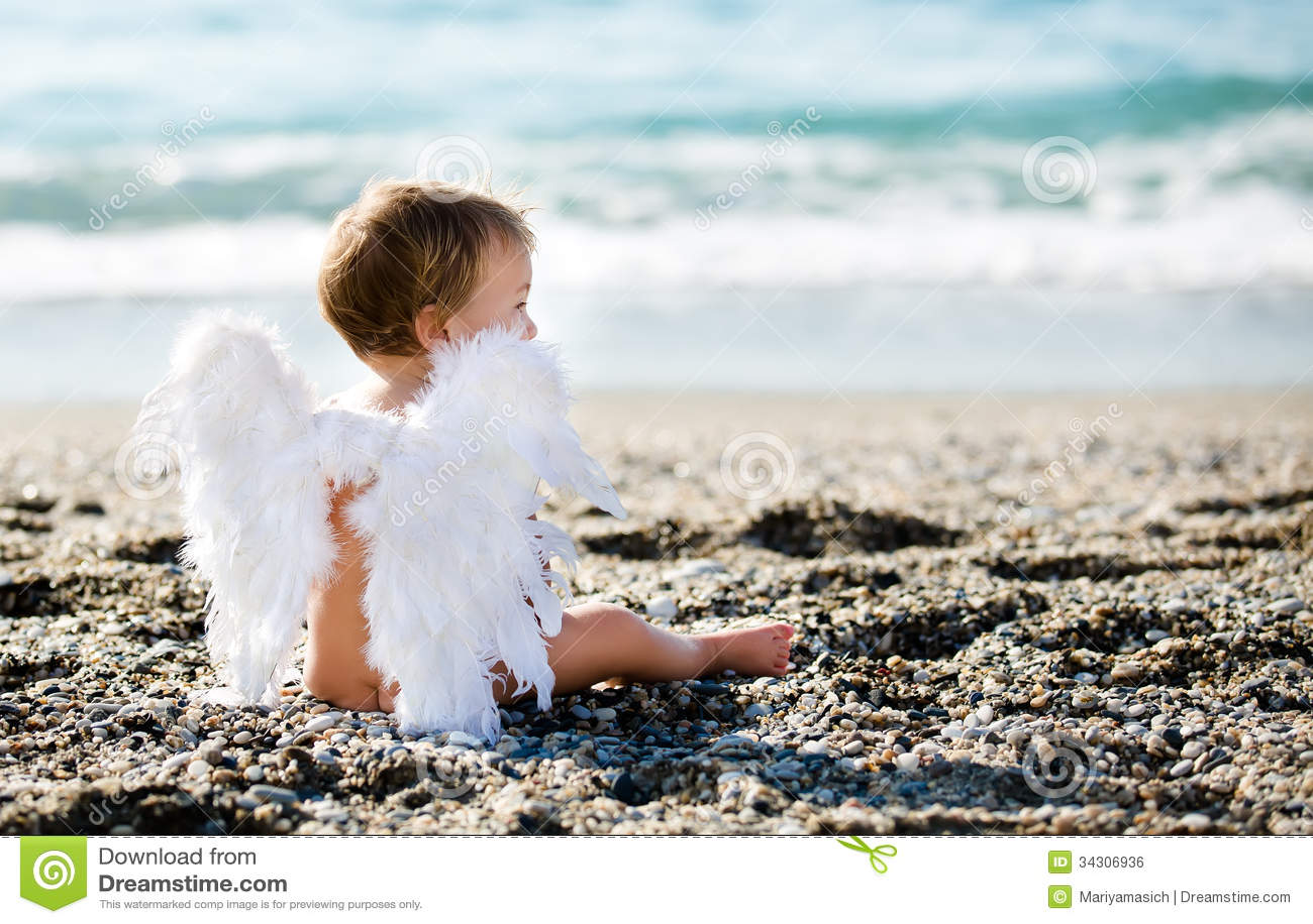 Gulligt pojkesammanträde på stranden