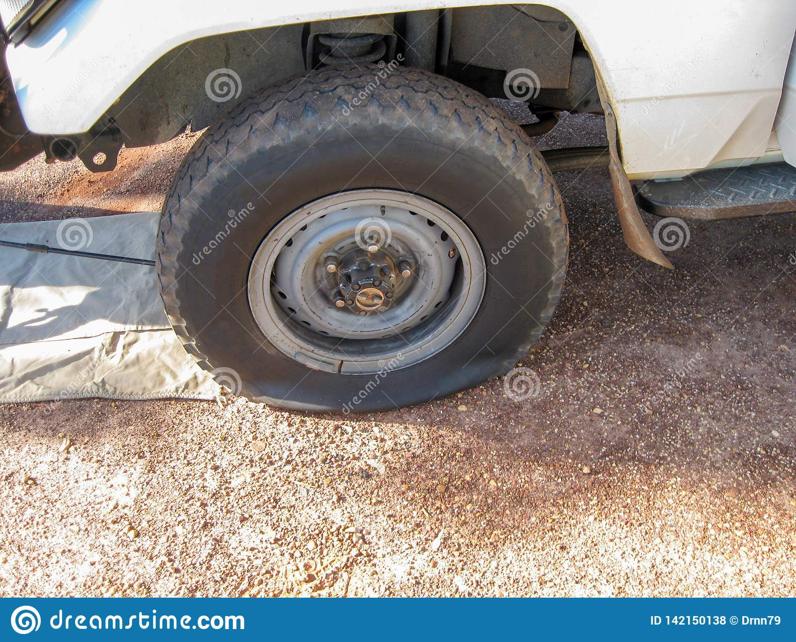 Gummihjul för skada för bilhjul plant på medlet