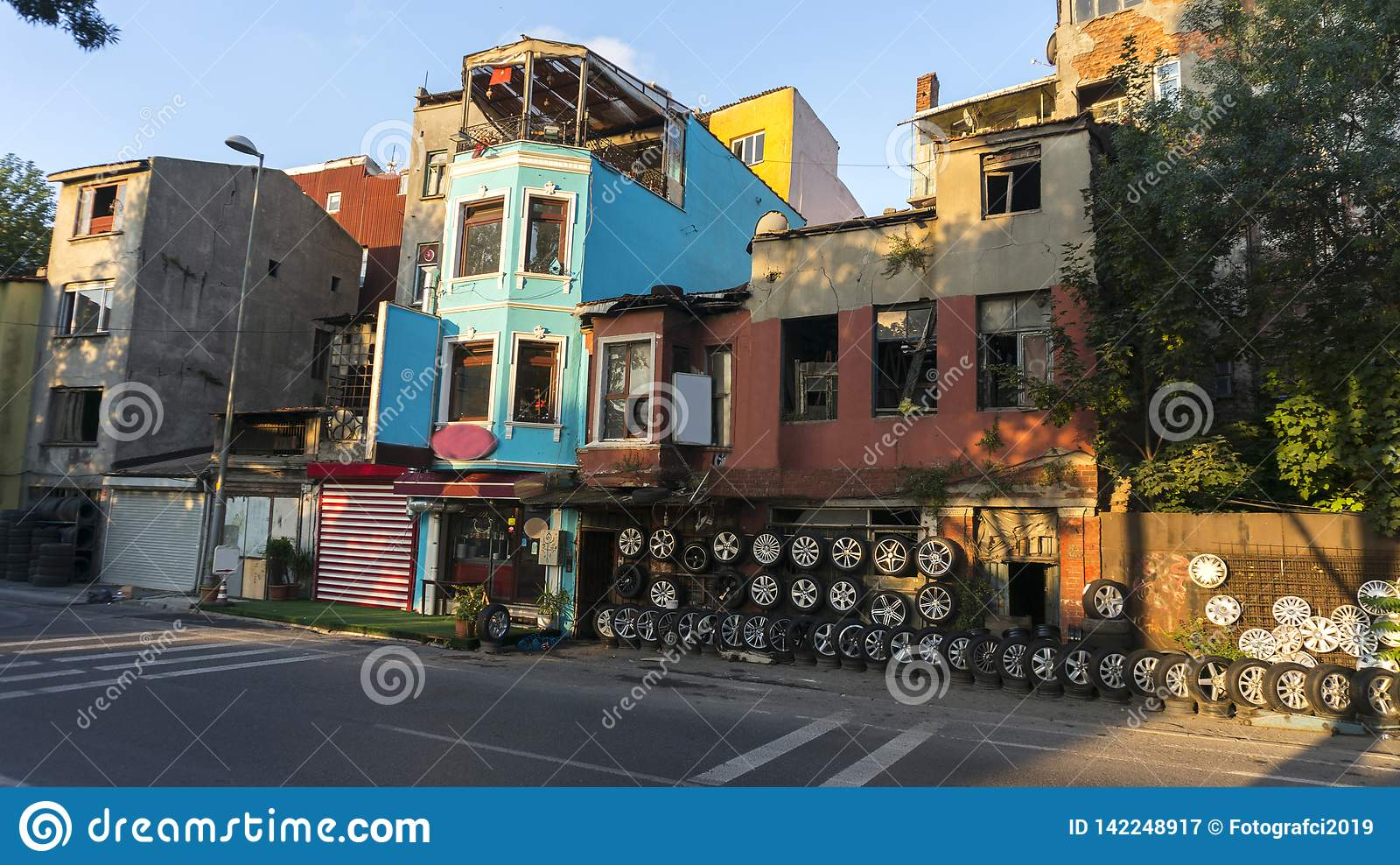 Gummihjulet shoppar i Istanbul