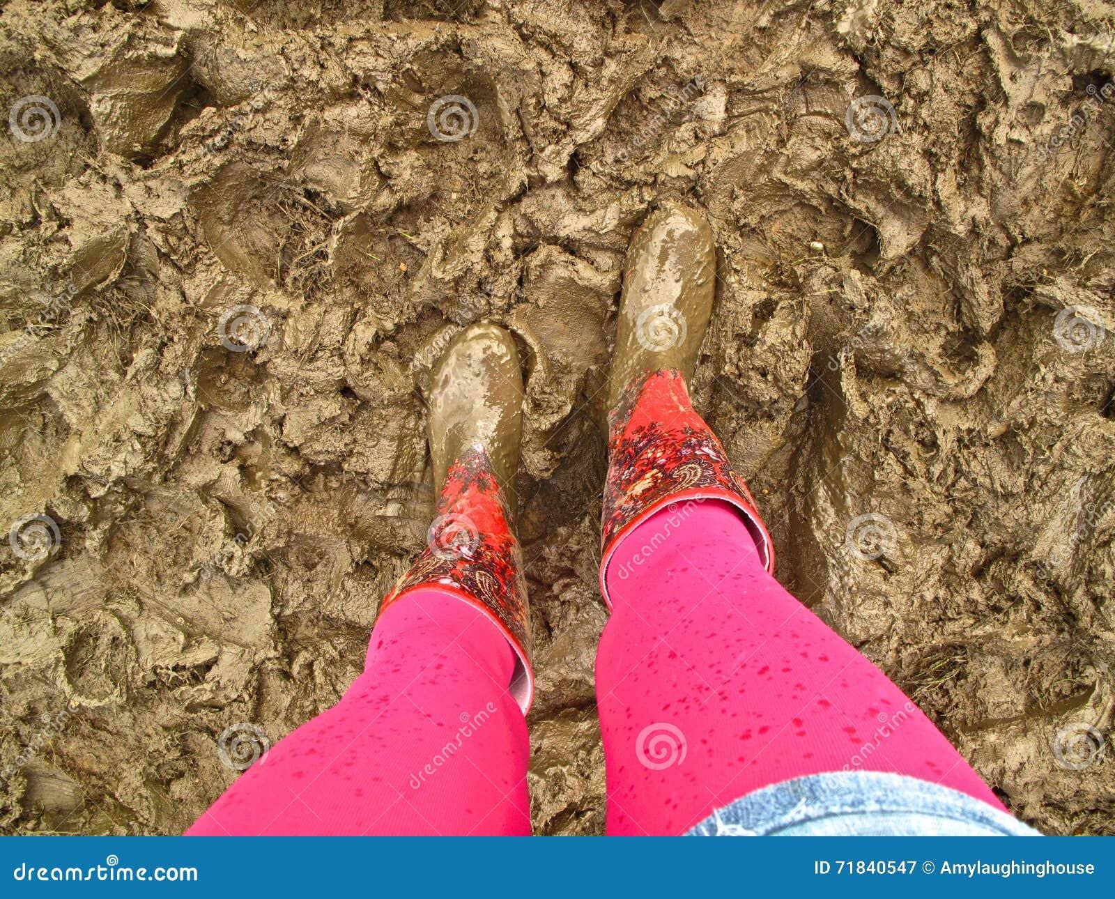 nassen schmutzigen strumpfhosen