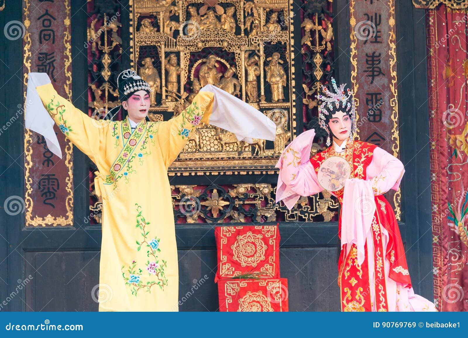 GUNAGDONG, CHINE - 28 novembre 2015 : Opéra chinois à Foshan Ancestra