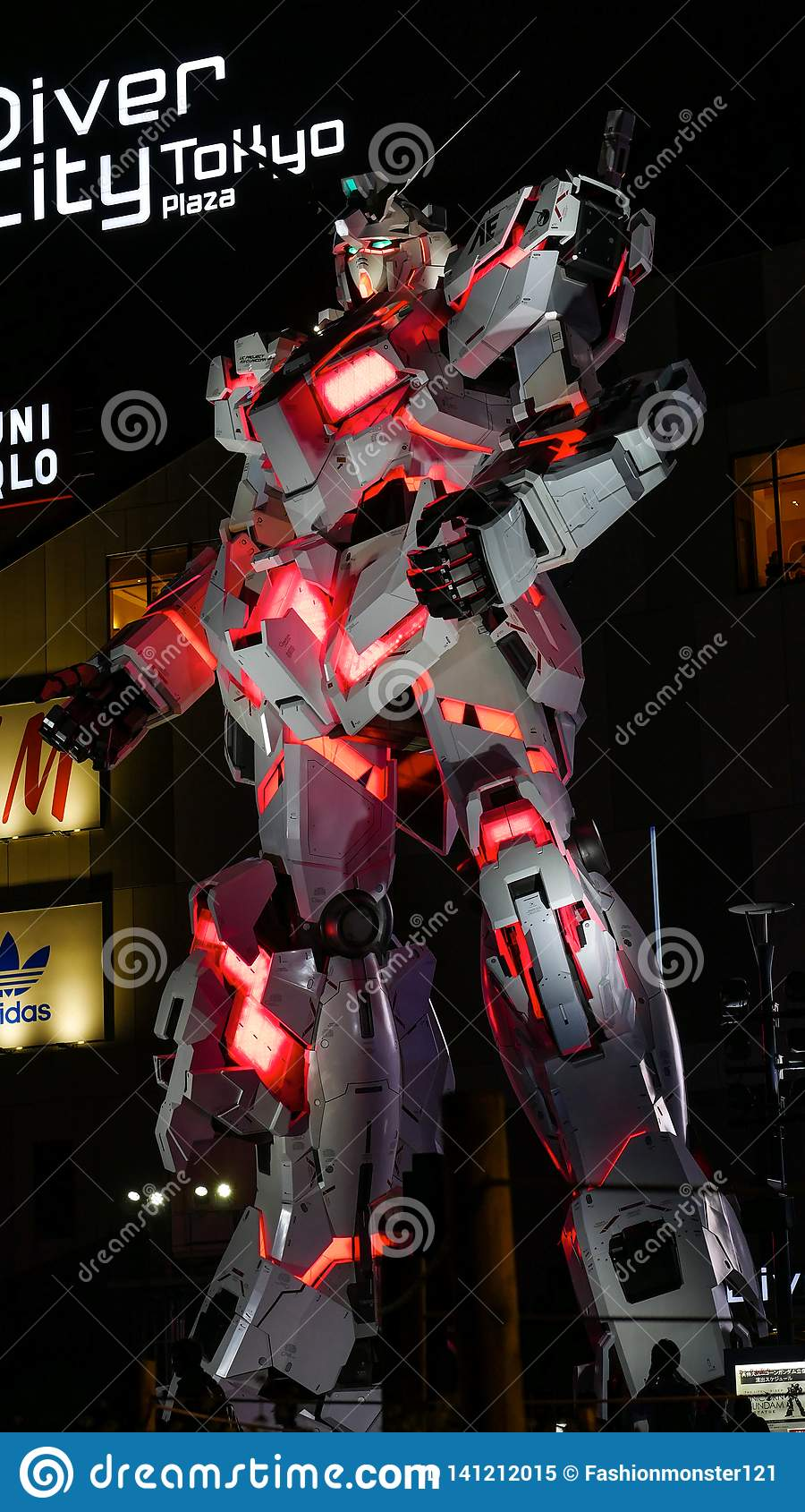 Gundam al naturale a Tokyo, Giappone
