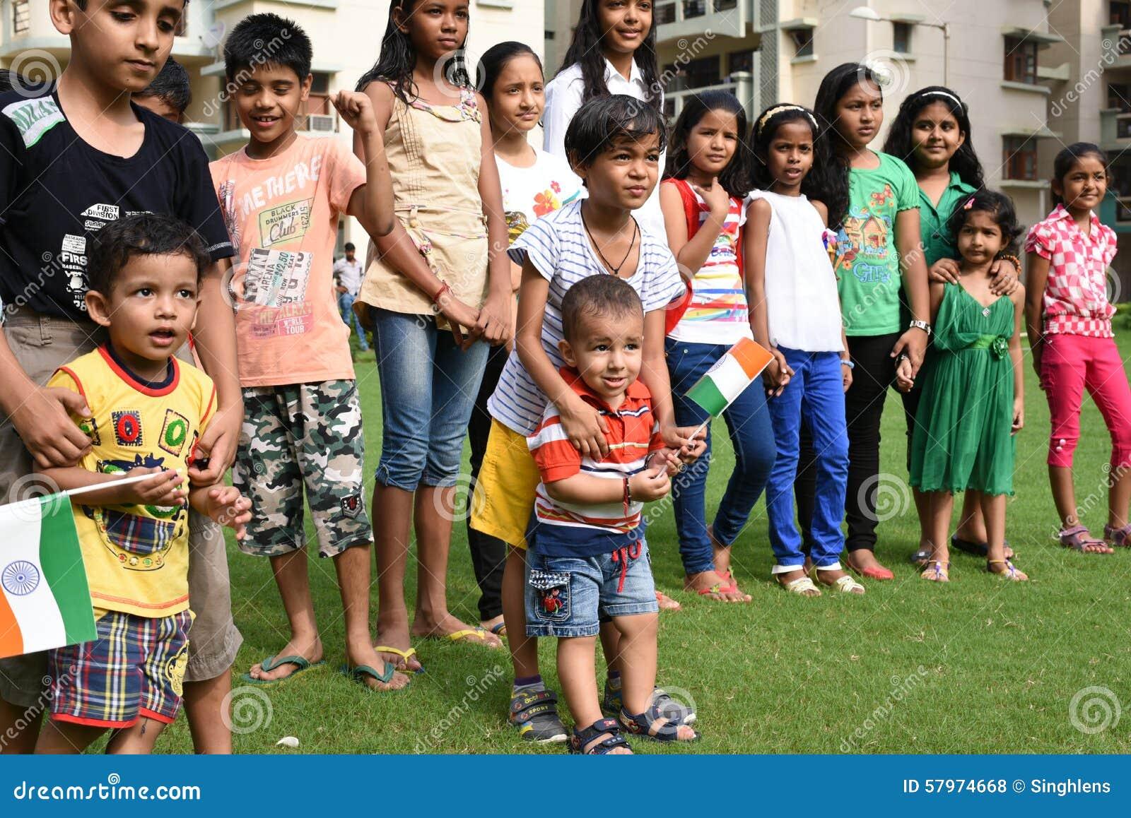 Gurgaon, India: 15 agosto 2015: Gioventù dell India che celebra e che si diverte sulla sessantanovesima festa dell indipendenza d