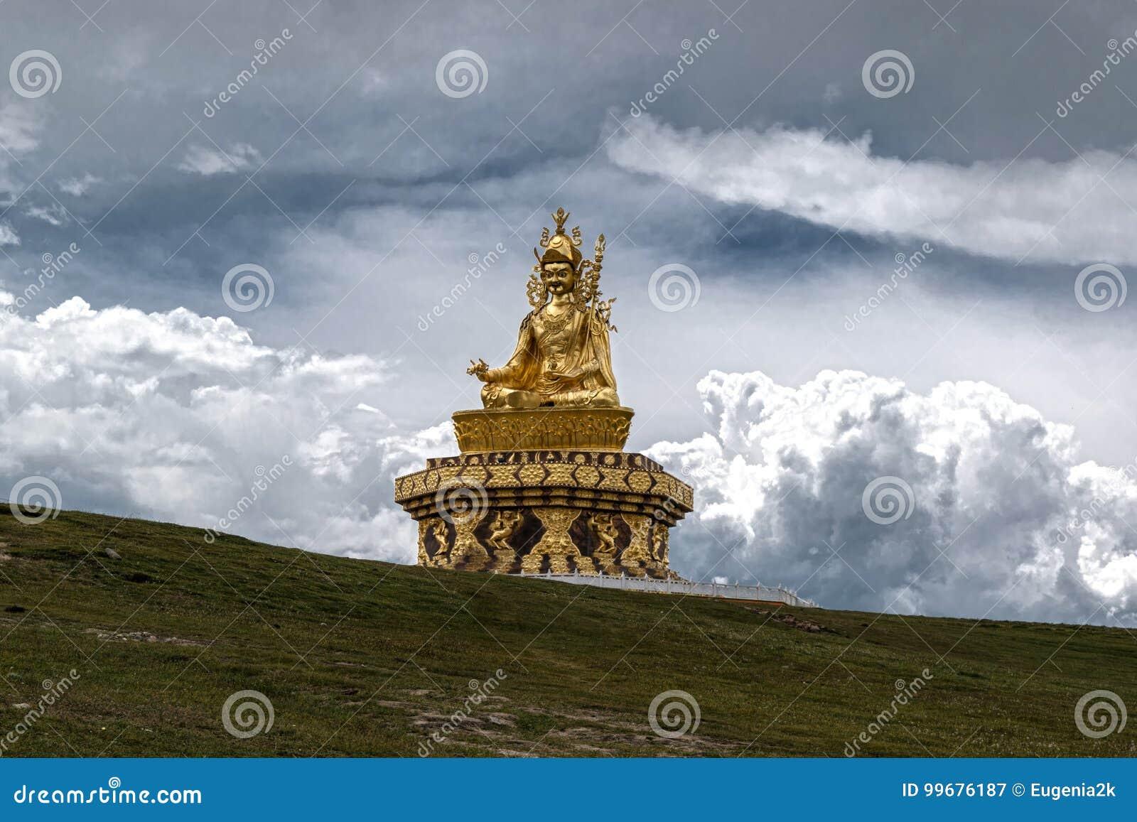 Guru Rimpoche Statue