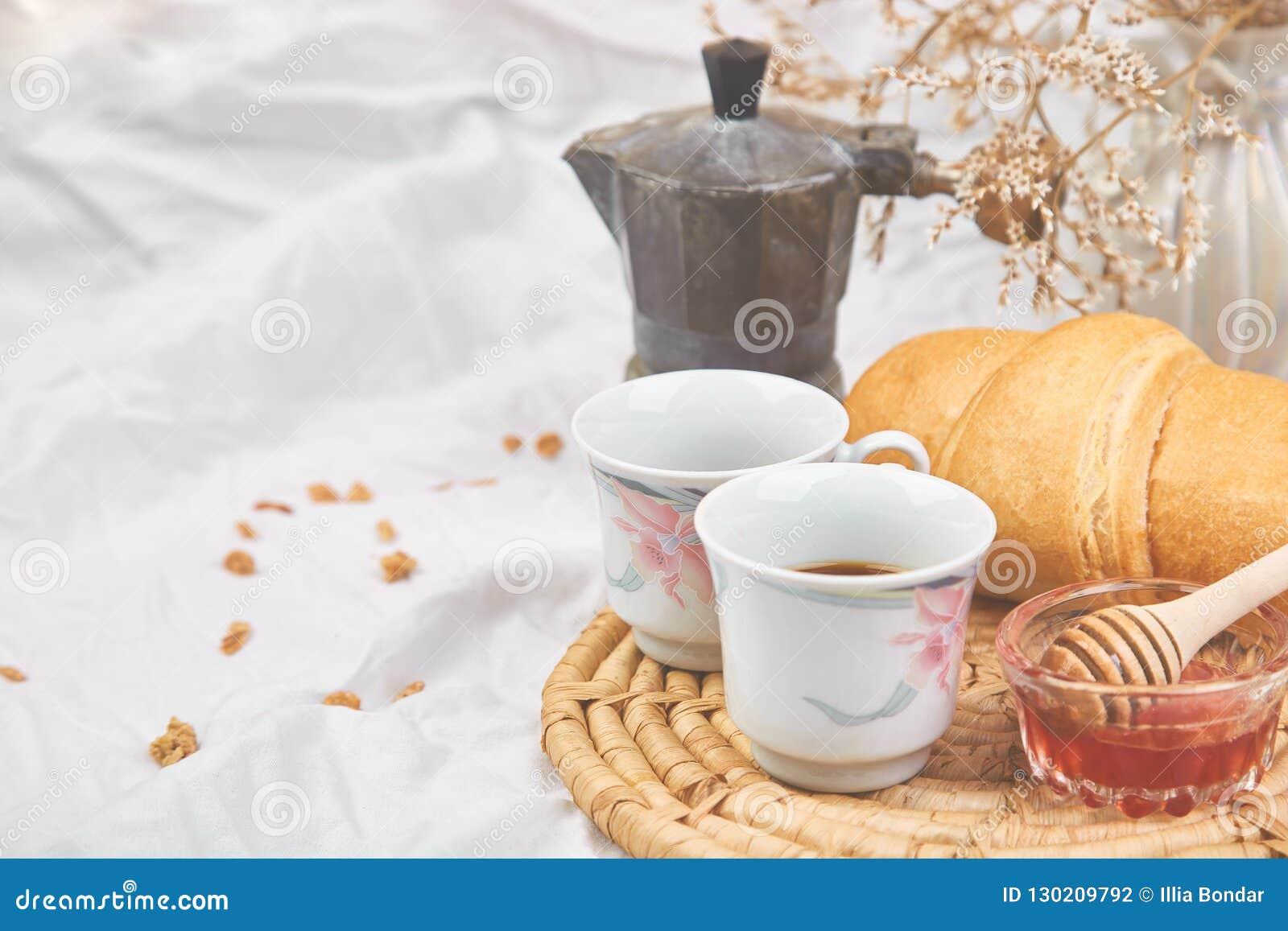 Guten Morgen Zwei Tasse Kaffee Mit Hörnchen Und Stau
