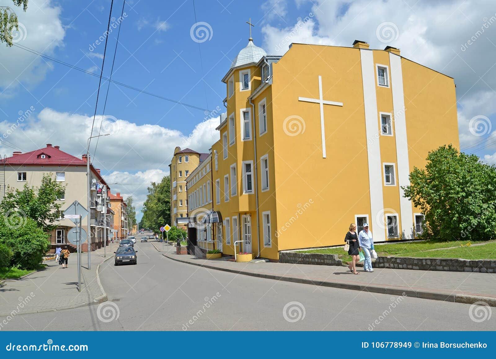 GVARDEYSK, ROSJA Widok Telman ulica i budynek Rzymskokatolicka parafia święty Joseph