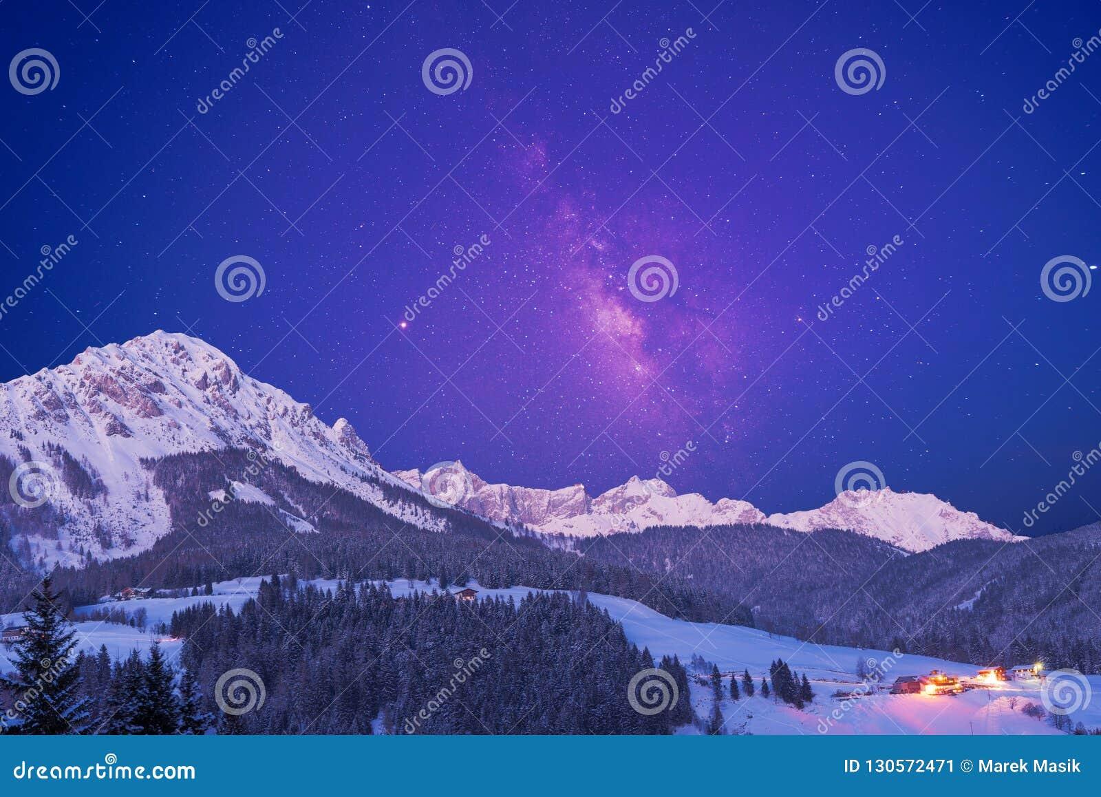 Gwiaździsty niebo nad alps