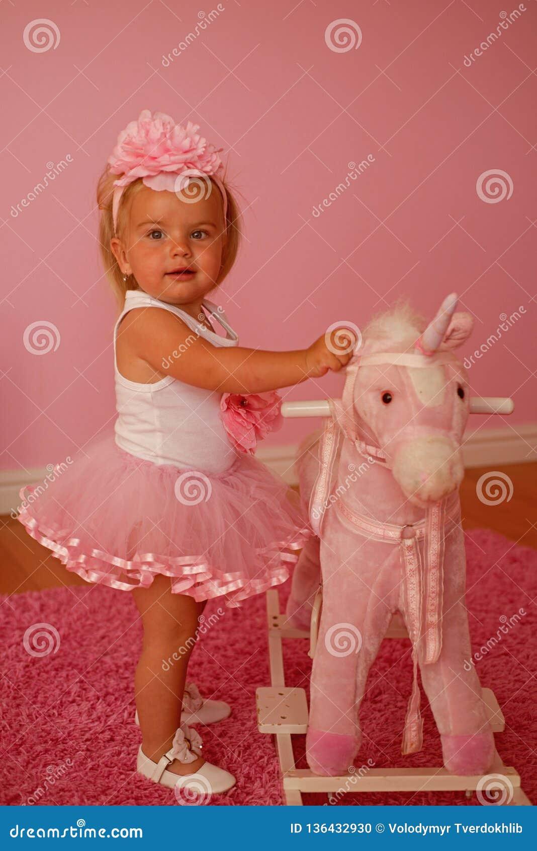 Gyckel som bara har accessory hårhårnålwhite Musikband för småbarnkläderhår Liten blond häst för flickarittleksak Liten flicka me