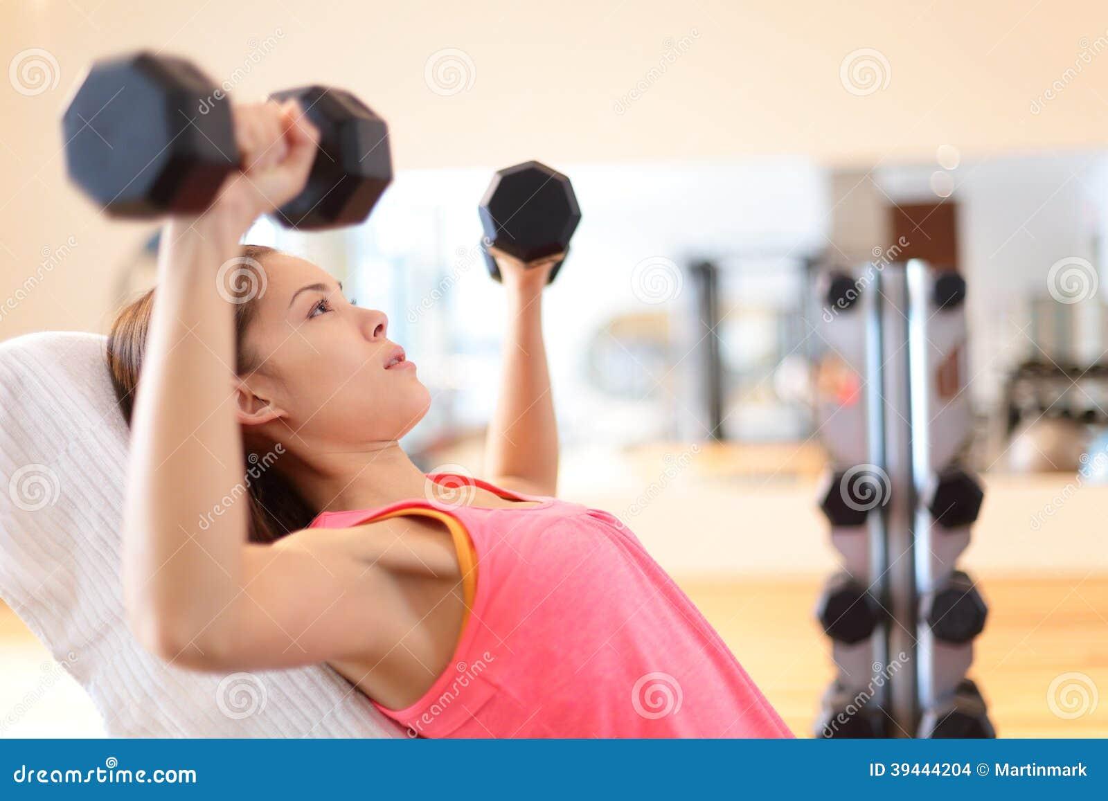 Тренировки для девушек в тренажерном зале для начинающих фото