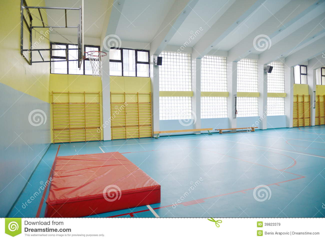 Gymnase d 39 cole primaire d 39 int rieur photo stock image for Interieur cours