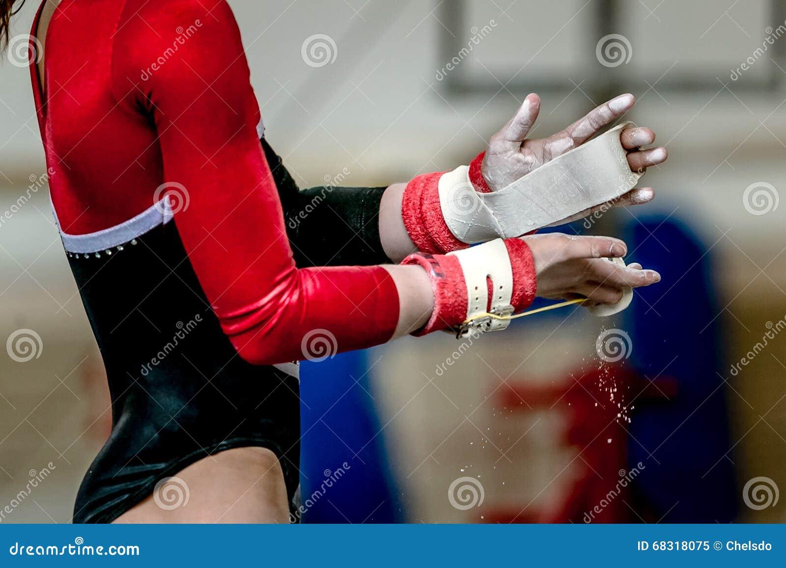 Gymnast κοριτσιών χεριών