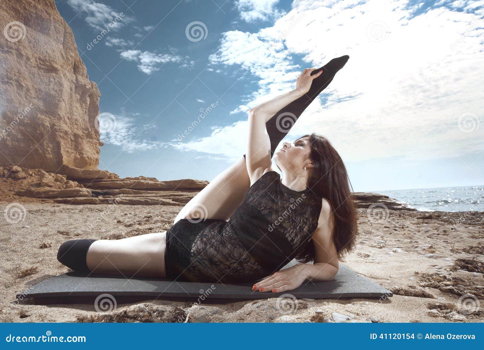 Nude Naked Gymnast Doing Split HD
