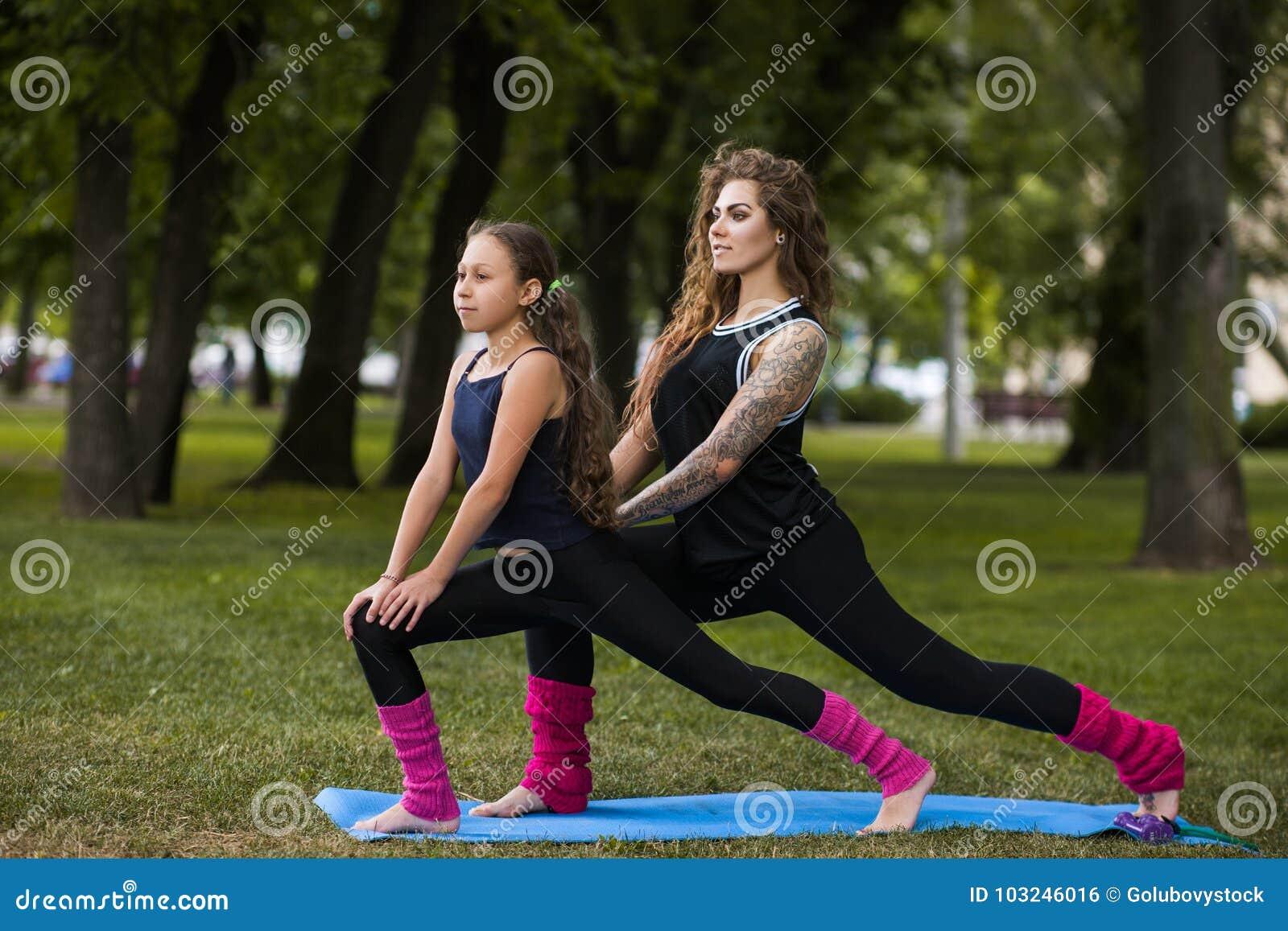 Gymnastique de travail d équipe Mode de vie actif de femelles