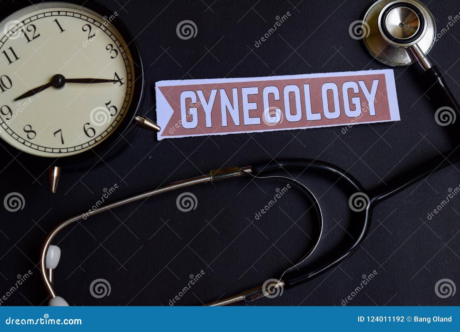 Gynäkologie auf dem Papier mit Gesundheitswesen-Konzept-Inspiration Wecker, schwarzes Stethoskop
