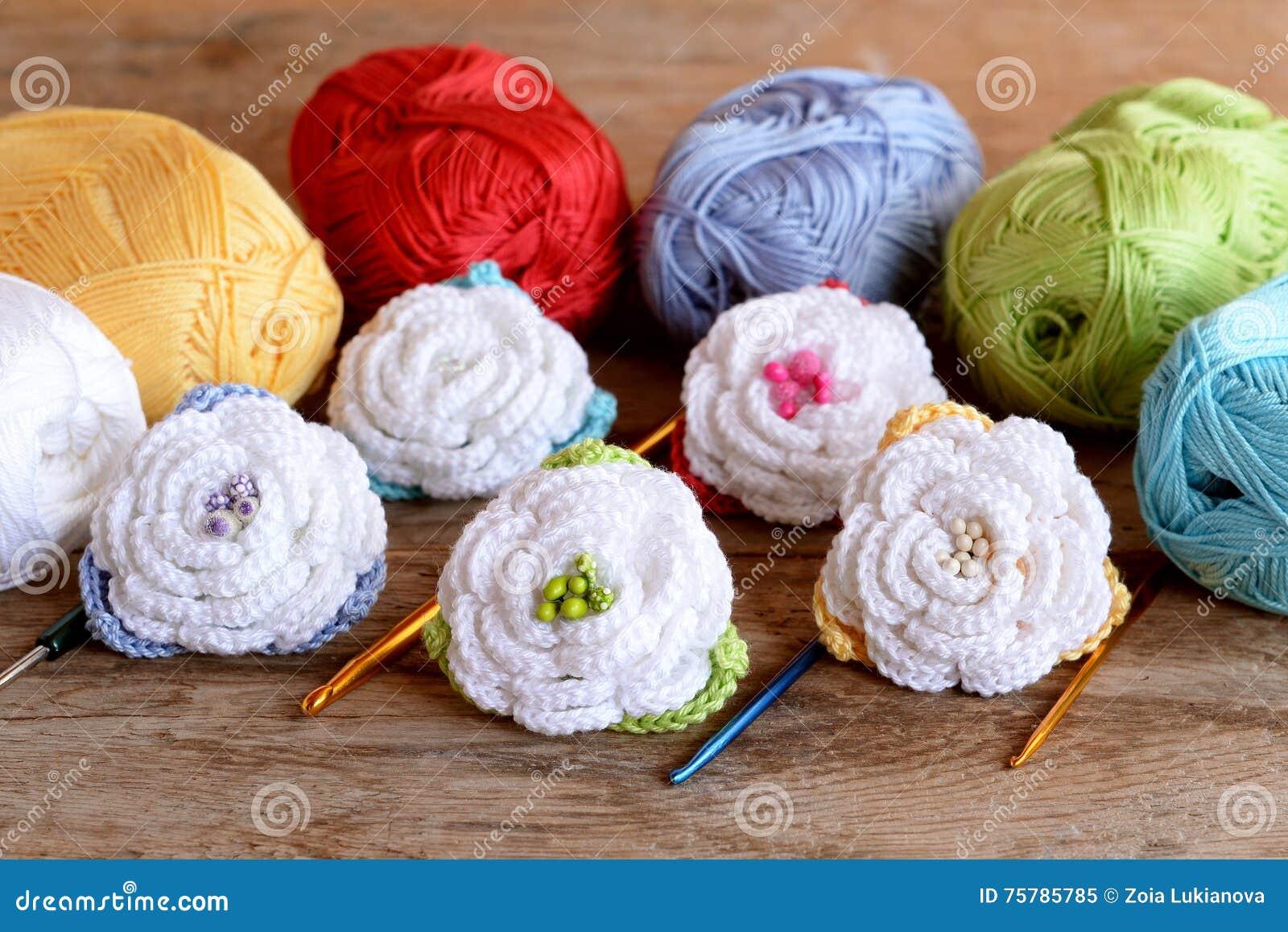 Häkeln Sie Blumenausrüstung Baumwollgarnstränge Haken Der