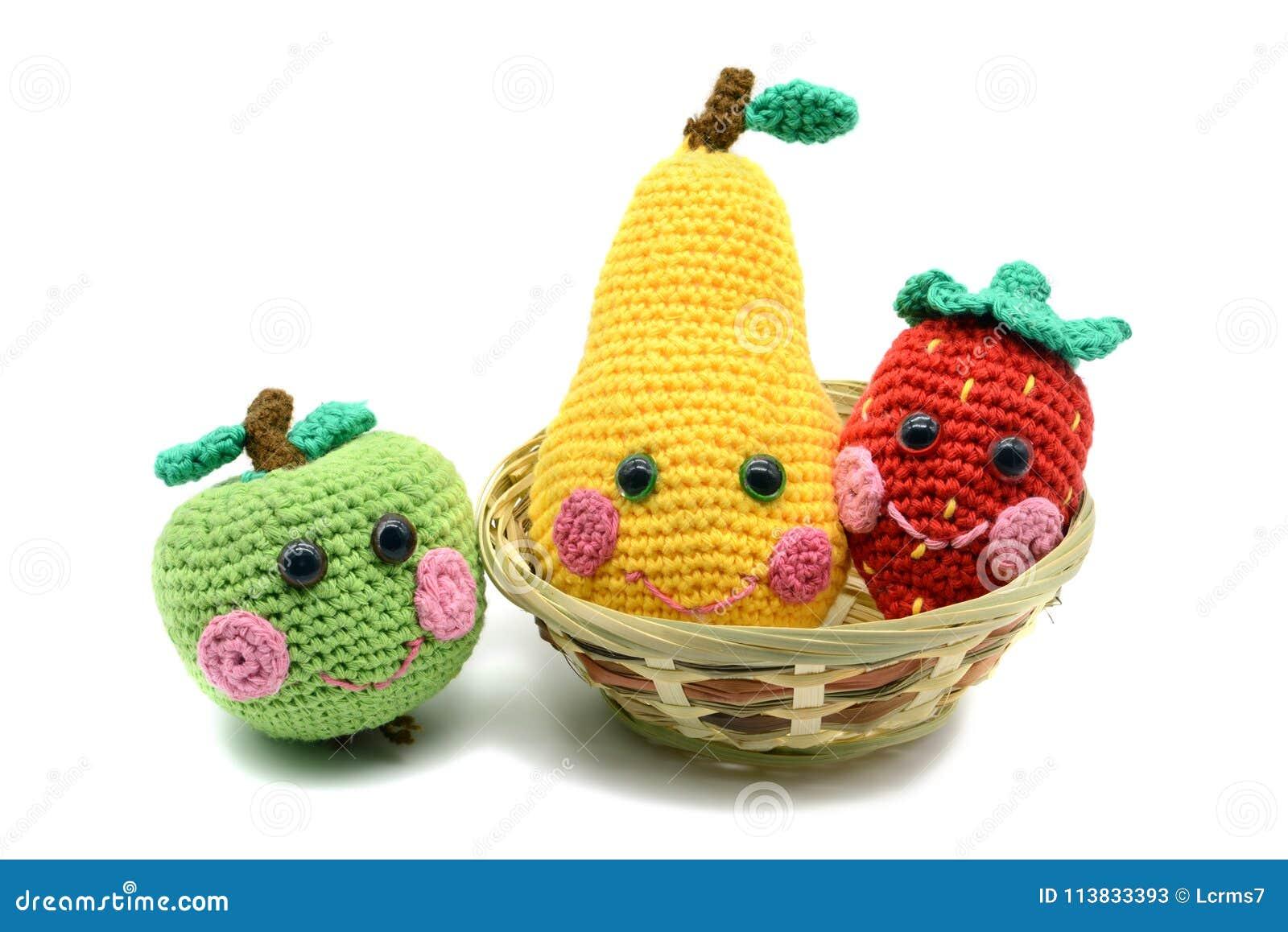 Häkeln Sie Fruchtapfelbirne Und Erdbeere Mit Lächelndem Gesicht Auf