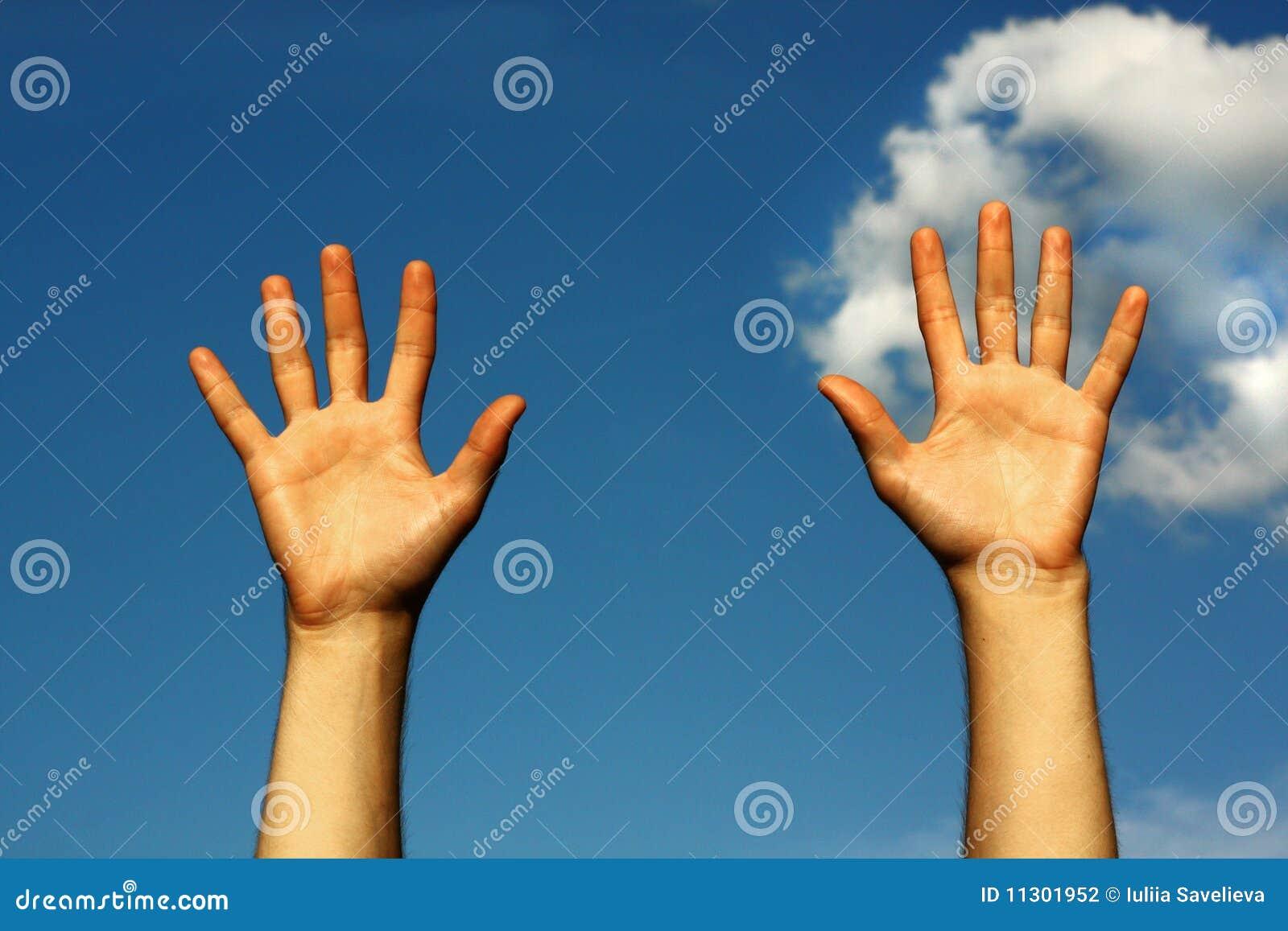 Hände bis zum Himmel