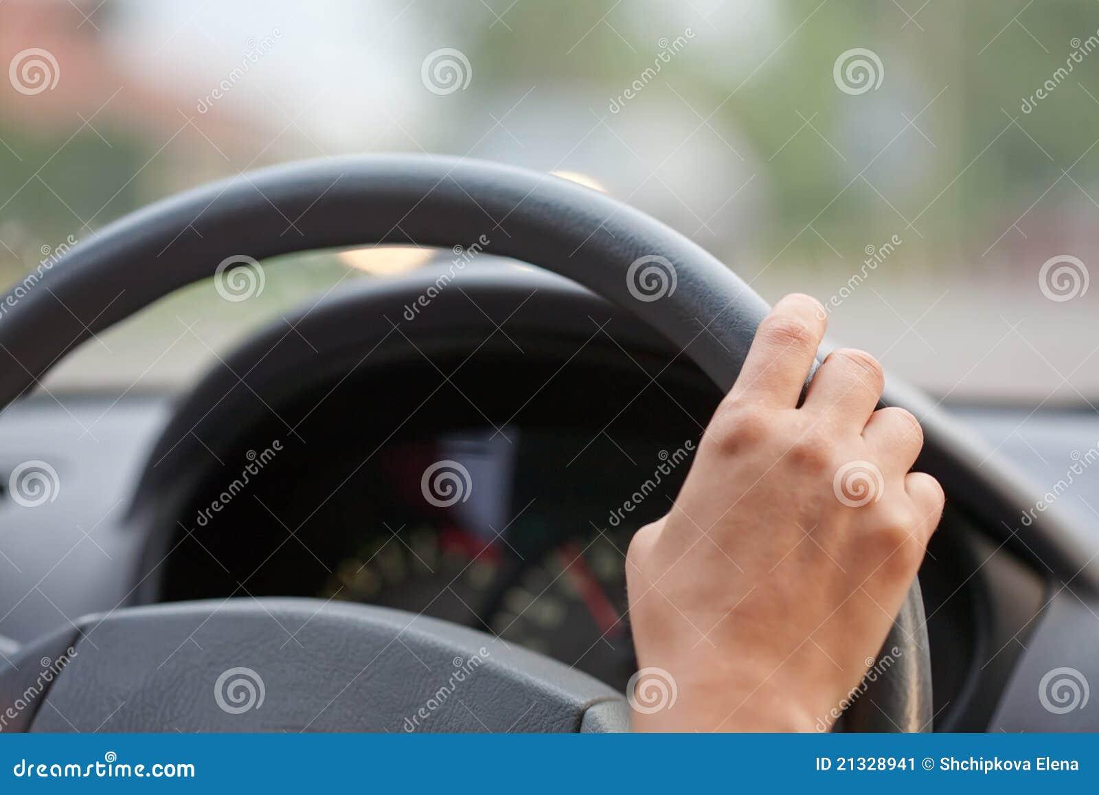 Entfernungsmesser Rad : Hände der treiber auf einem stearing rad stockbild bild von