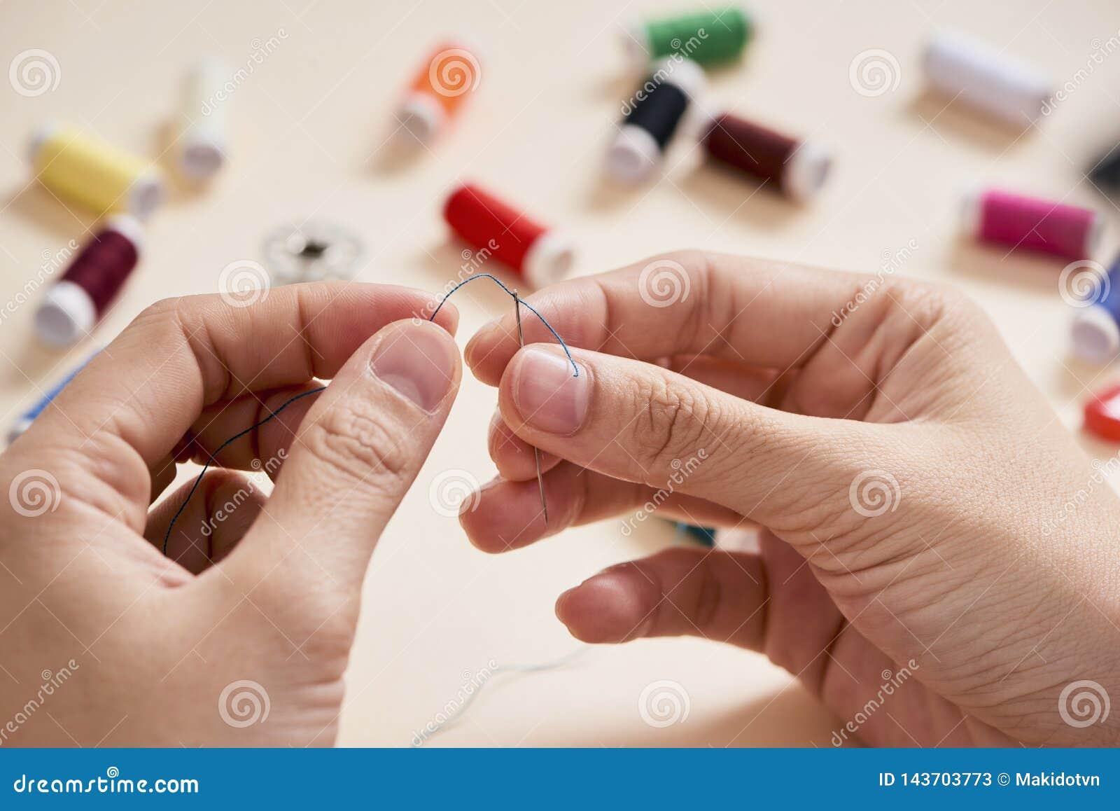 Ziehen hand fäden die Fäden