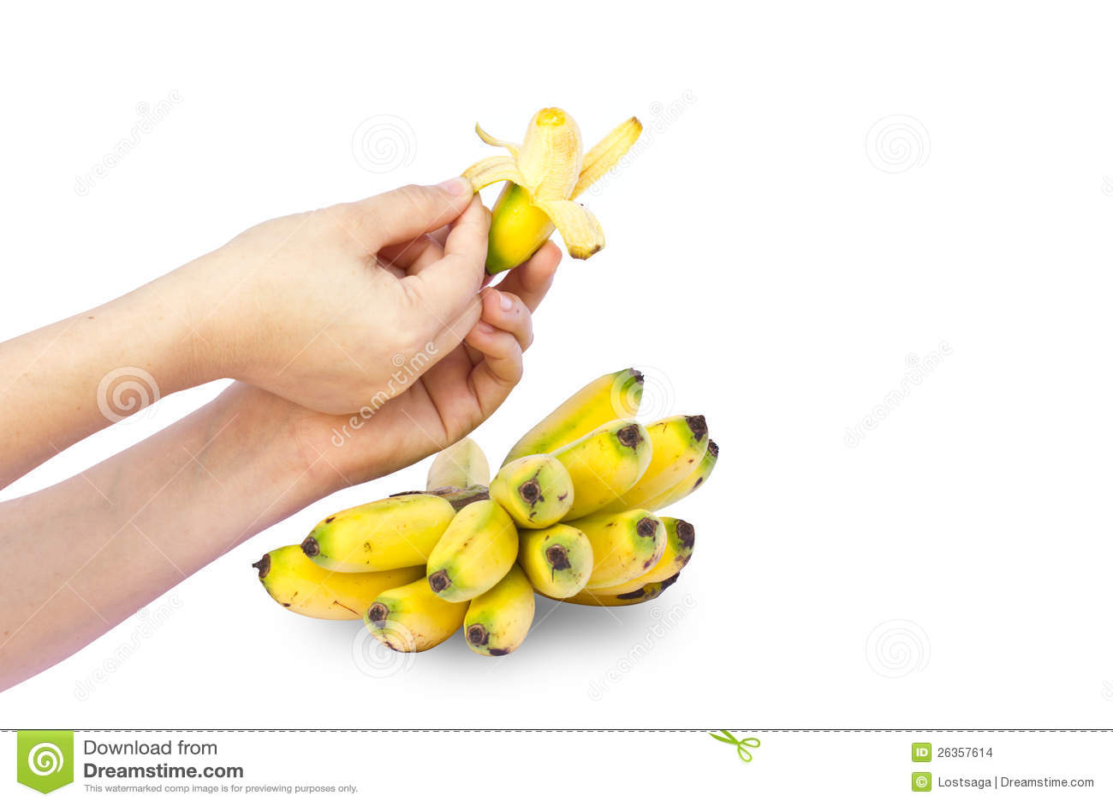 Hände halten frische Banane an