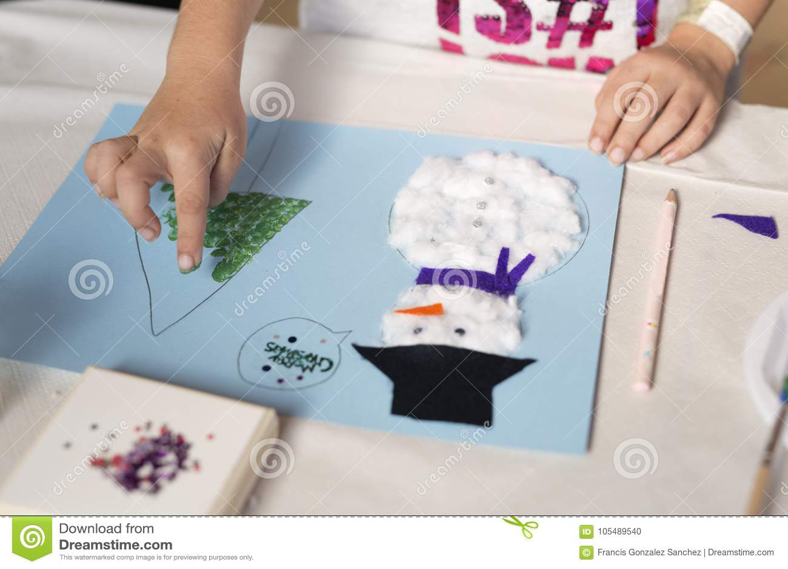 Händer av årigt göra för flicka 10 jul tillverkar