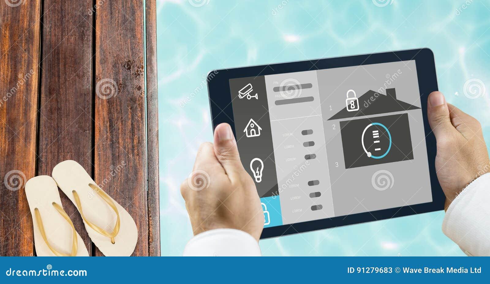 Händer genom att använda det smarta hemmet app på poolsiden