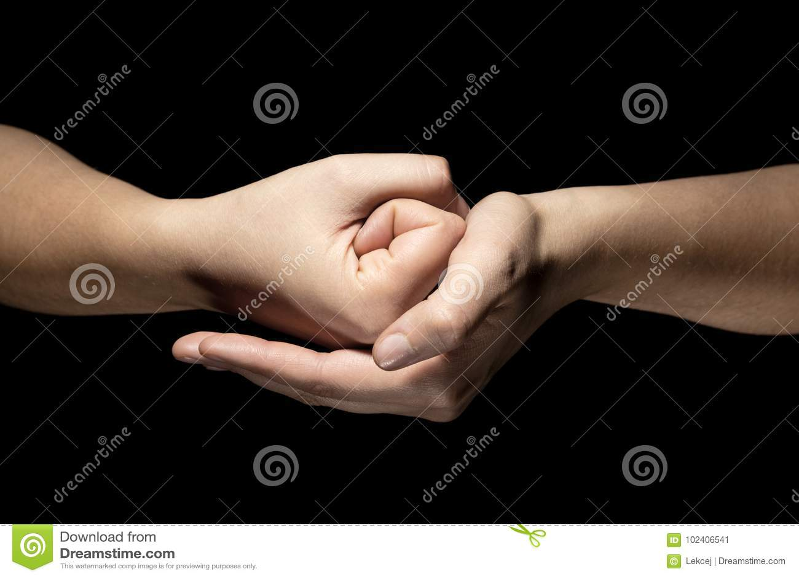 Händer i mudragest