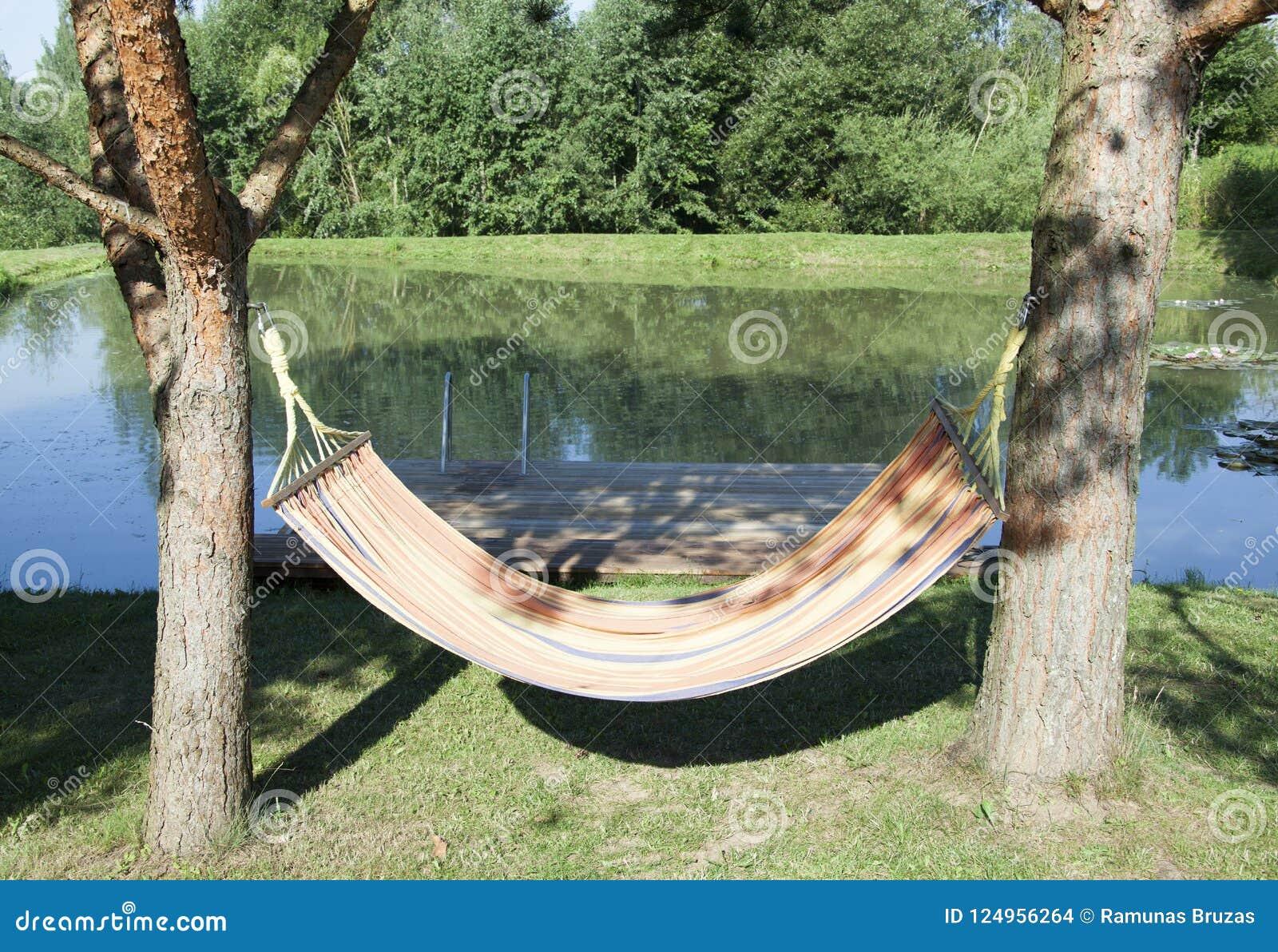 Hängematte durch den Teich