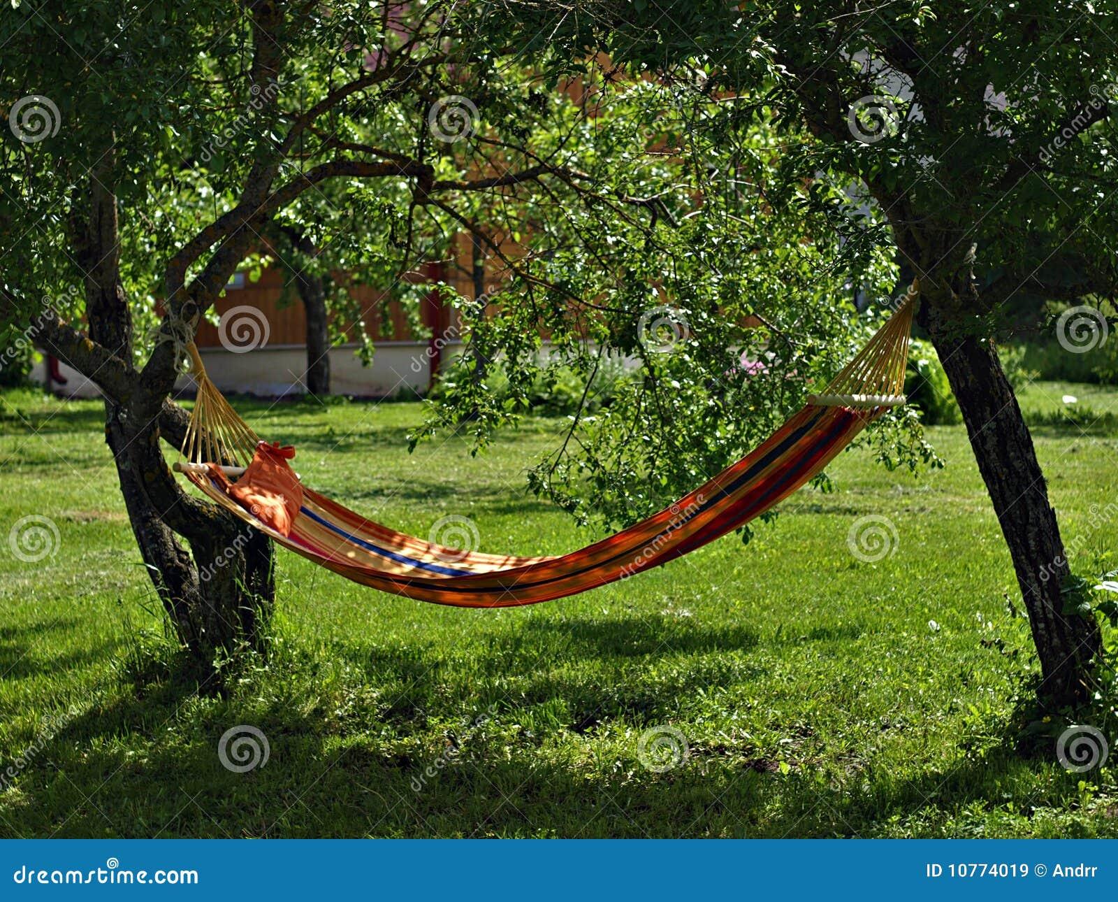 Hangematte Im Garten Stockbild Bild Von Schwingen Idyllisch 10774019