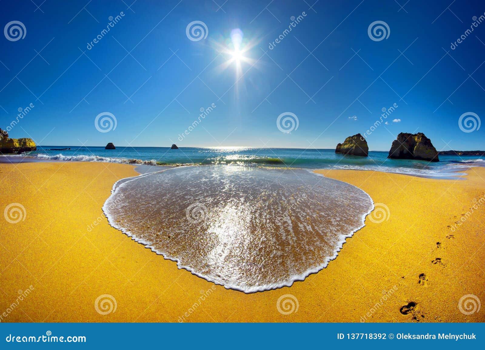 Härlig Algarve strandPraia da Rocha i Portugal