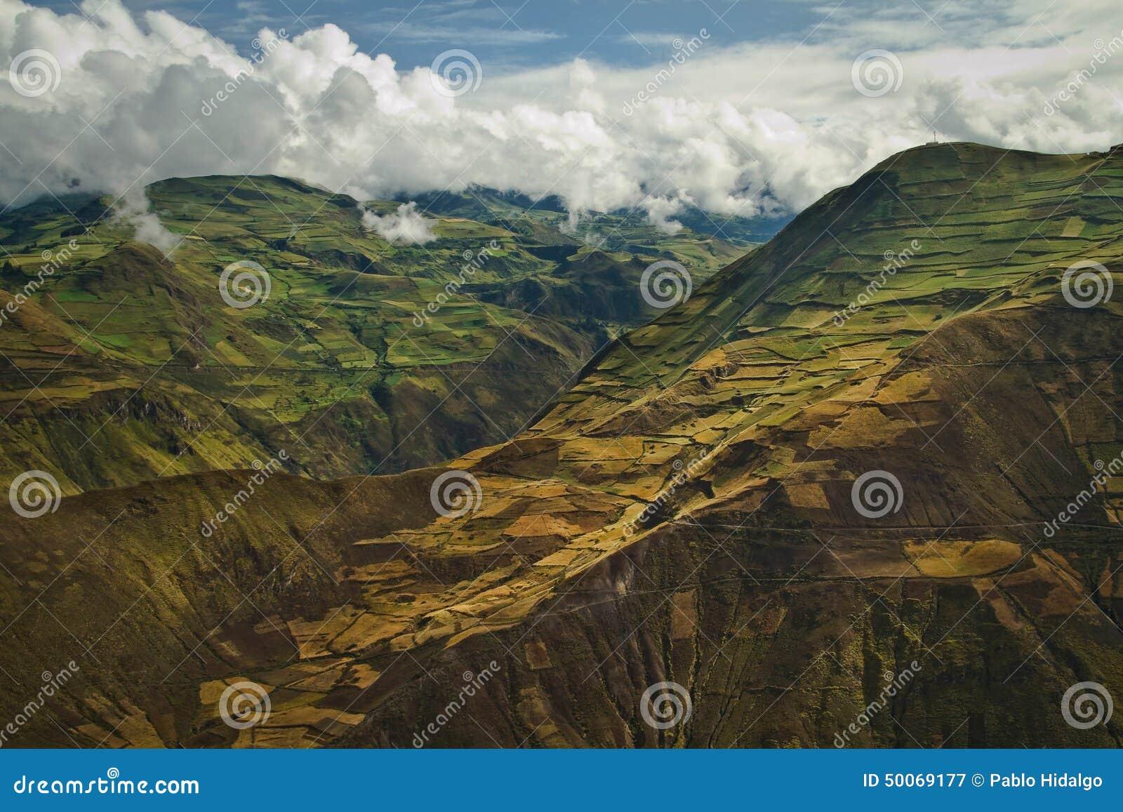 Härlig andean stad av Cañar i Azogues Ecuador
