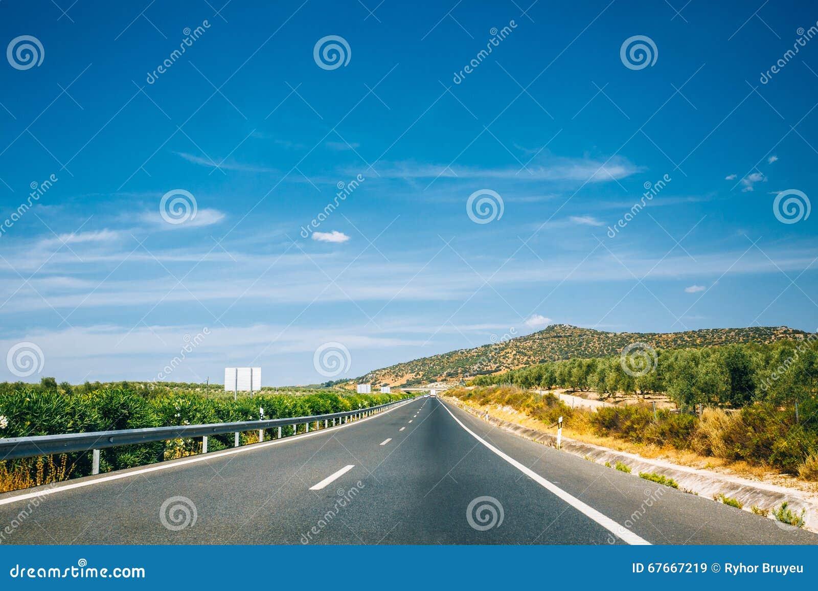 Härlig asfaltmotorväg, motorway, huvudväg i Andalusia, Spanien