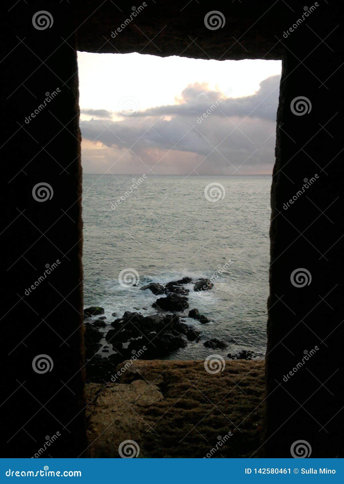 Härlig bild av slutet av dagen på fyren i Bahia