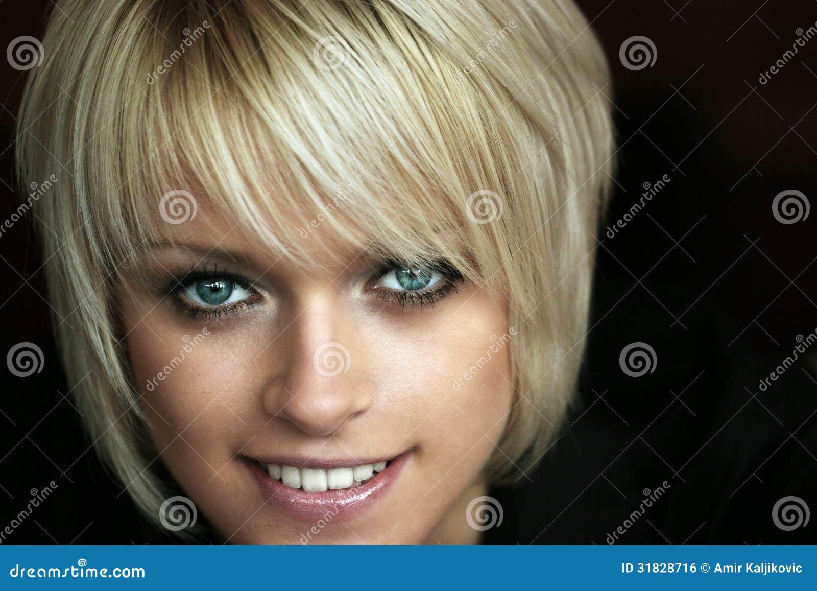 Härlig blondin