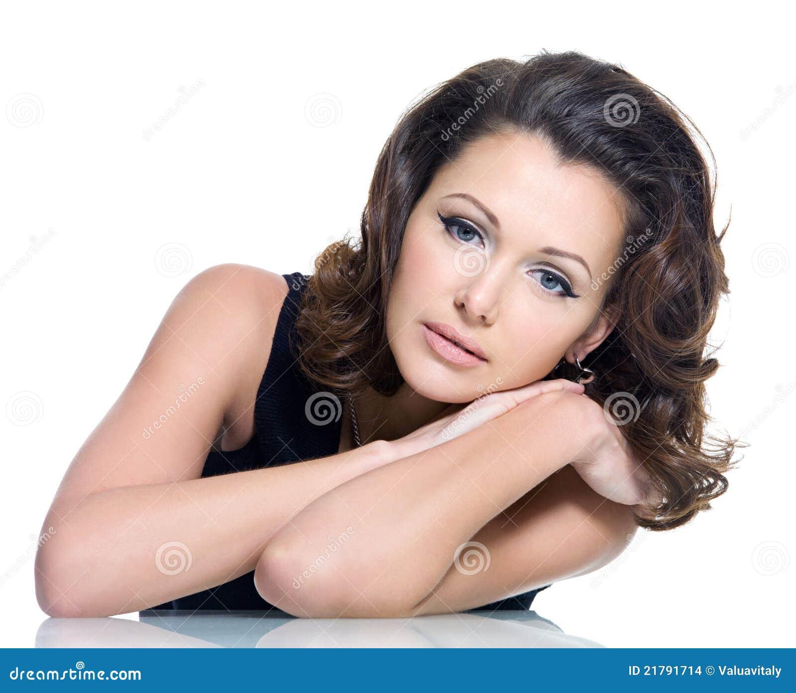 Härlig brunettkvinna för vuxen sensuality