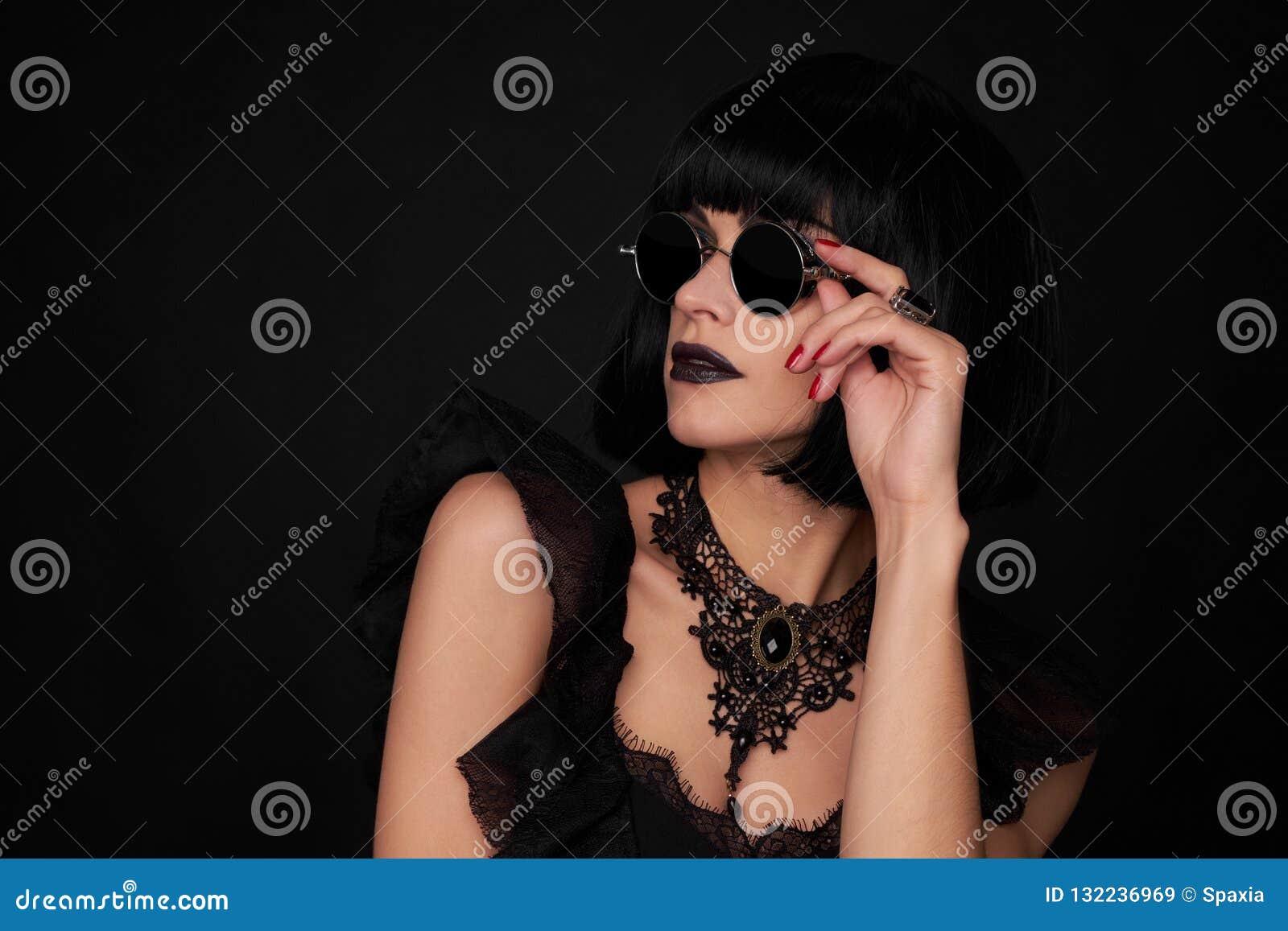 Härlig brunettkvinna Gothick stil