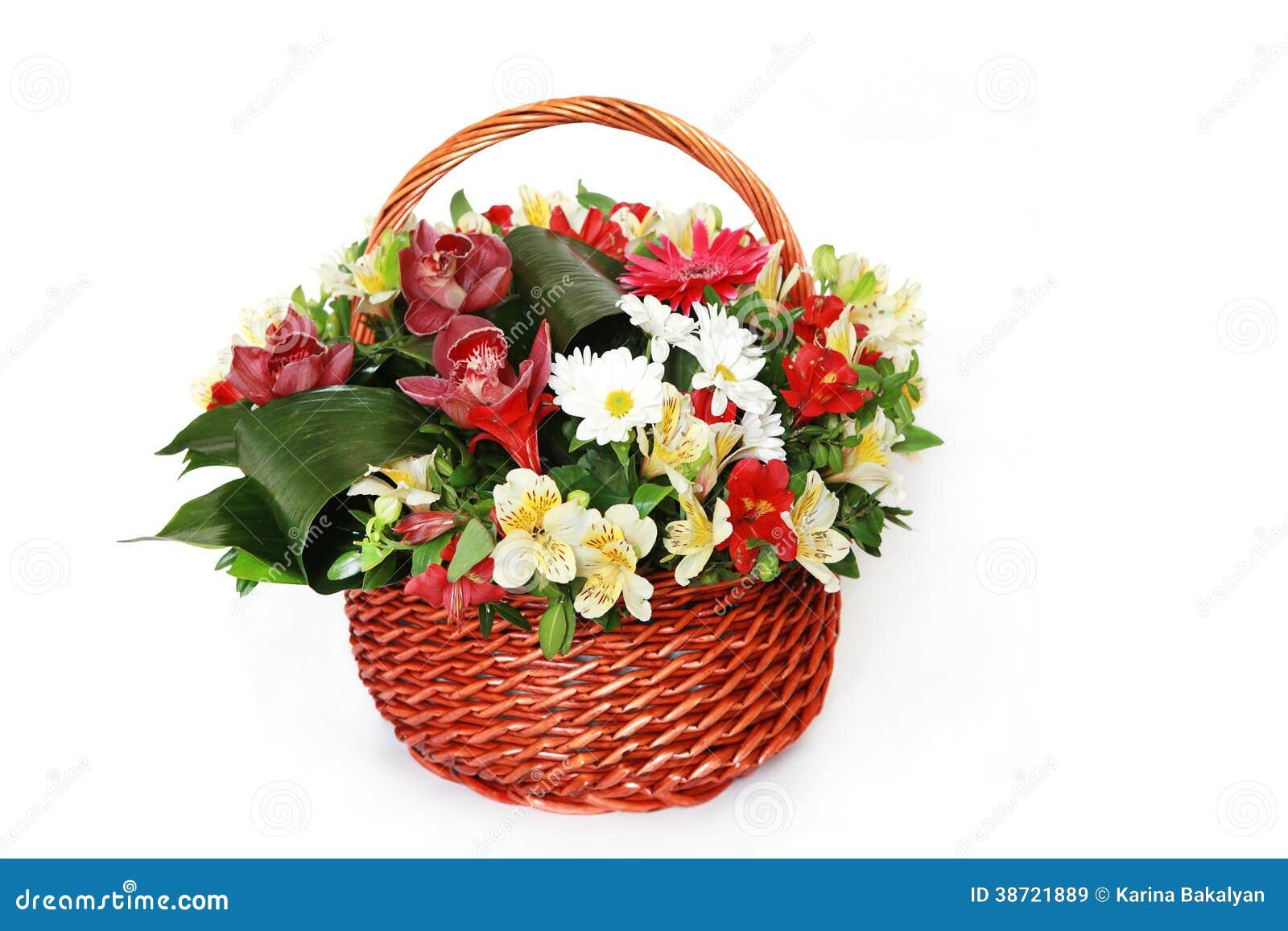 Härlig bukett av ljusa blommor i korg