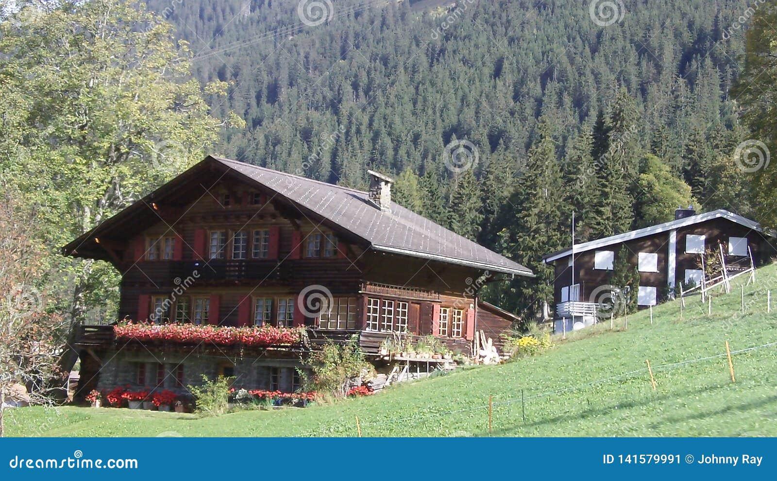 Härlig chalet i fjällängbergen av Schweiz