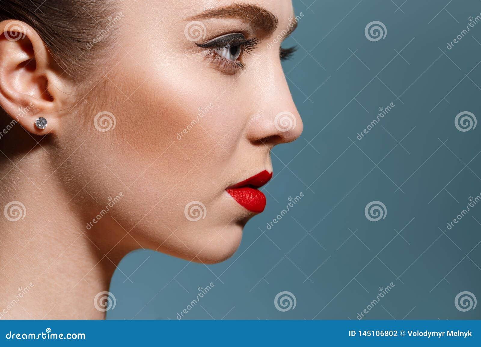 Härlig flickaframsida, ideal hud