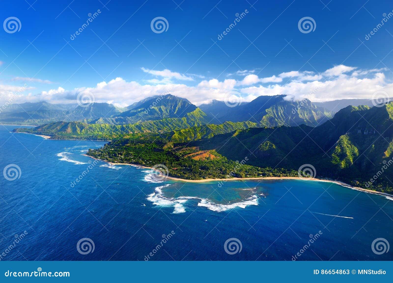 Härlig flyg- sikt av kusten för imponerande föreställningNa Pali, Kauai