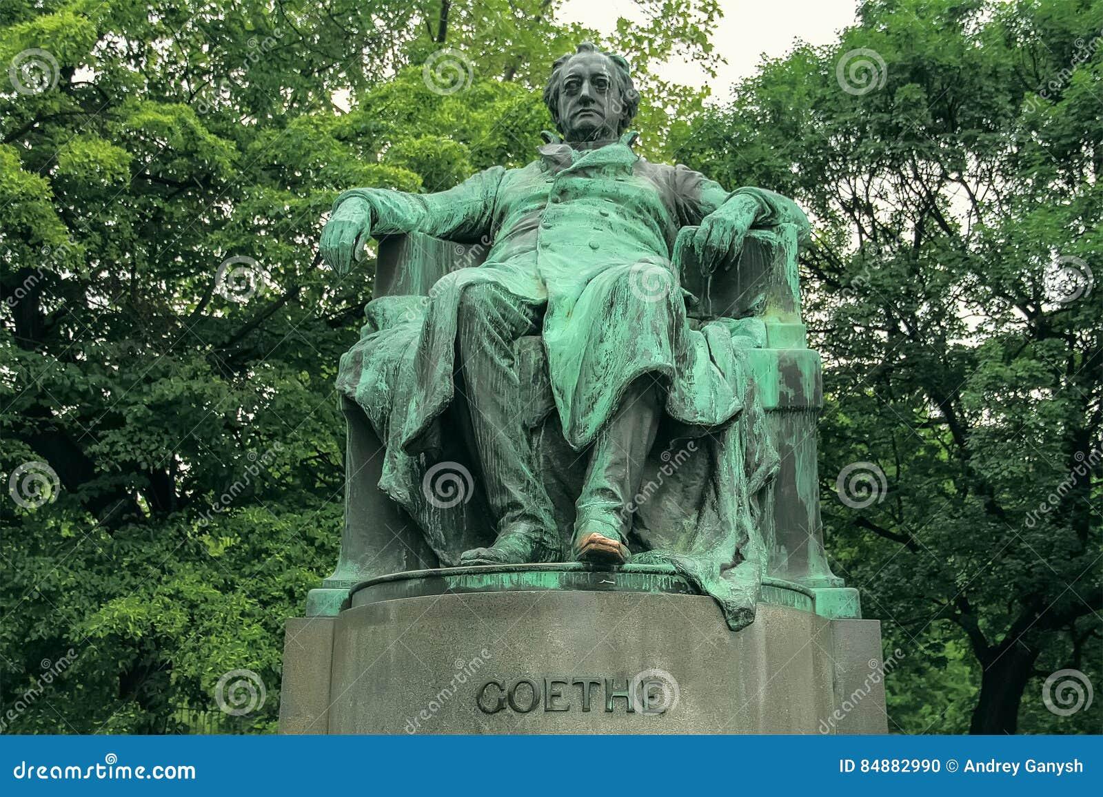 Härlig gammal monument av Goethen