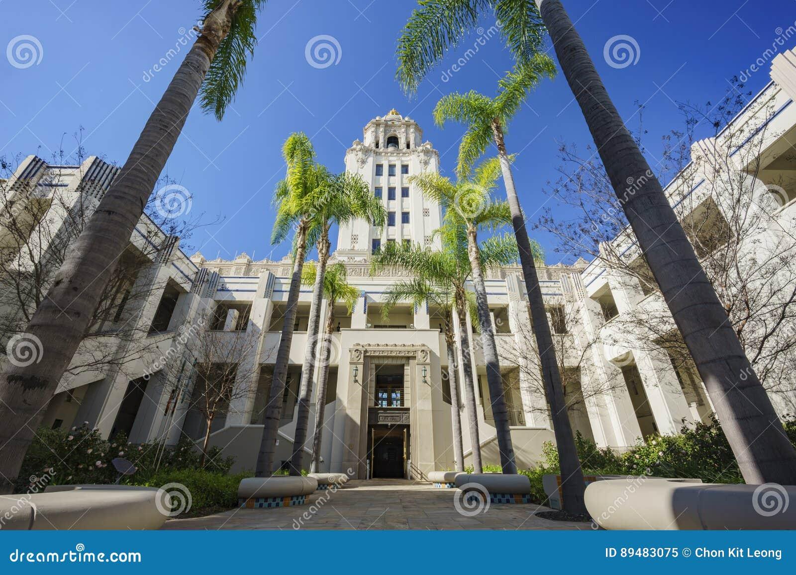 Härlig huvudbyggnad av det Beverly Hills stadshuset