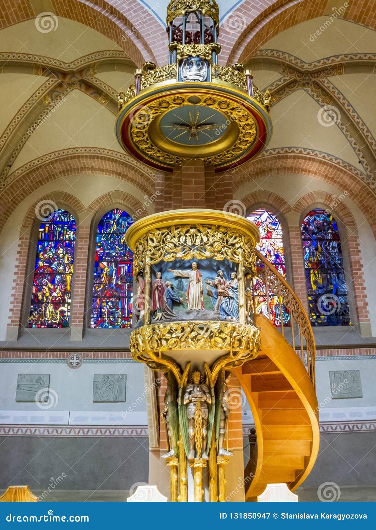 Härlig inre av Herz-Jesu Parish Church i Bregenz, Österrike