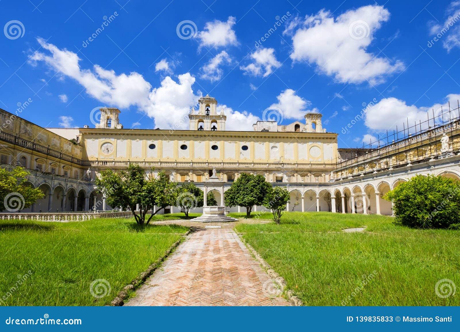 Härlig kloster och trädgårdar av San Martino Certosa di San Martino eller chartreuse av Saint Martin i vår, Naples, Italien