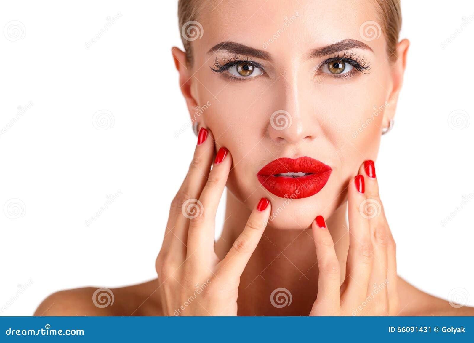 Härlig kvinna med yrkesmässigt smink