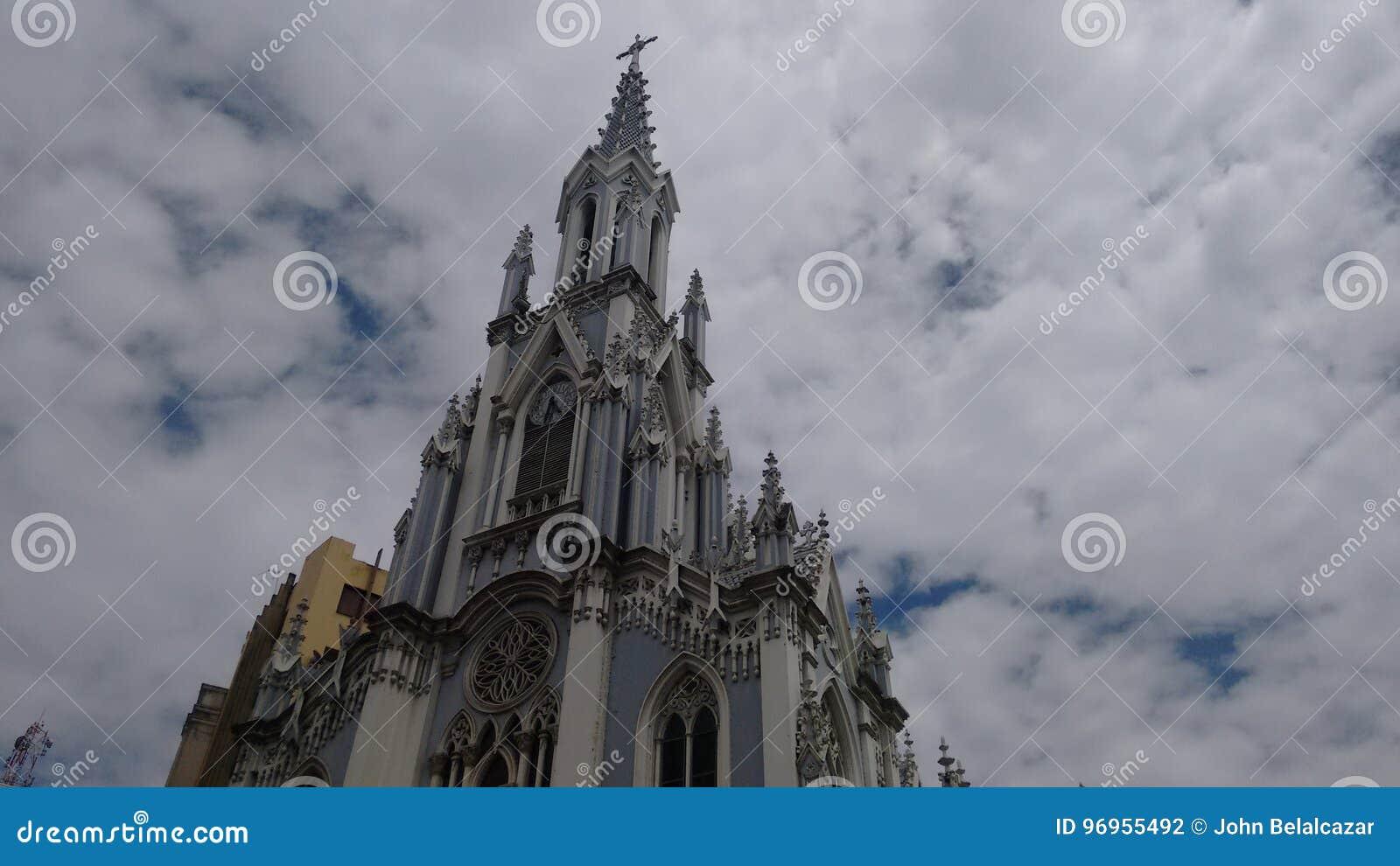 Härlig kyrka i staden