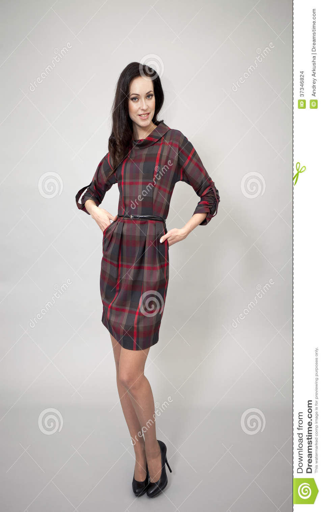 Härlig modell i modeklänning