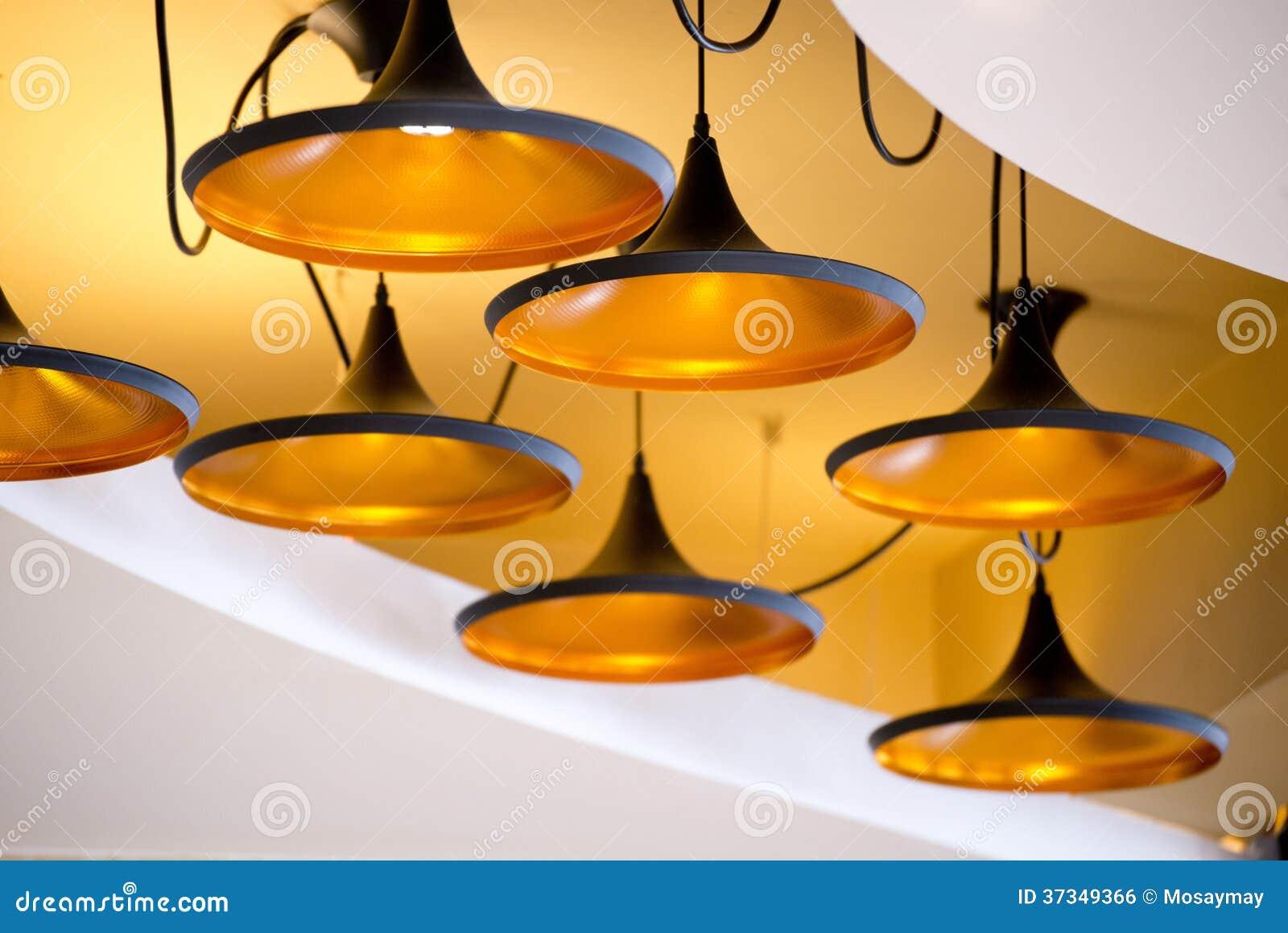 Härlig modern lampa på taket