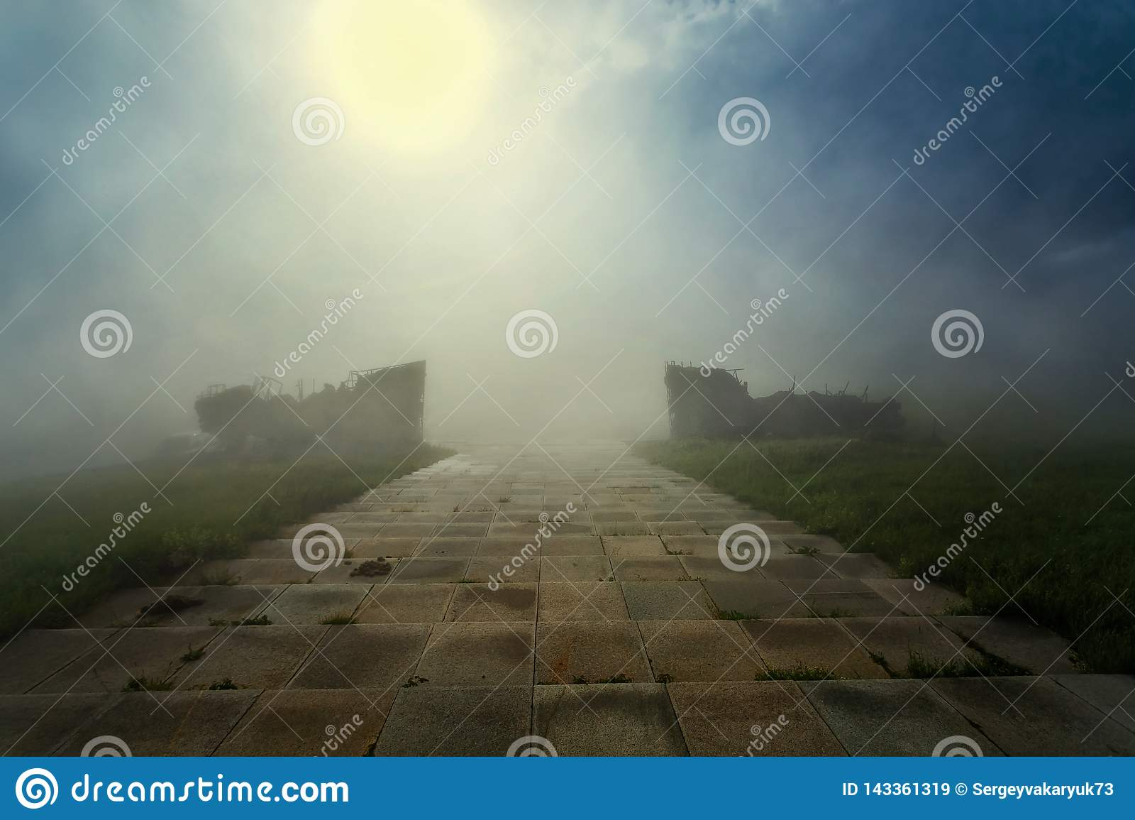 Härlig natur på bergen solig morgon blå sky